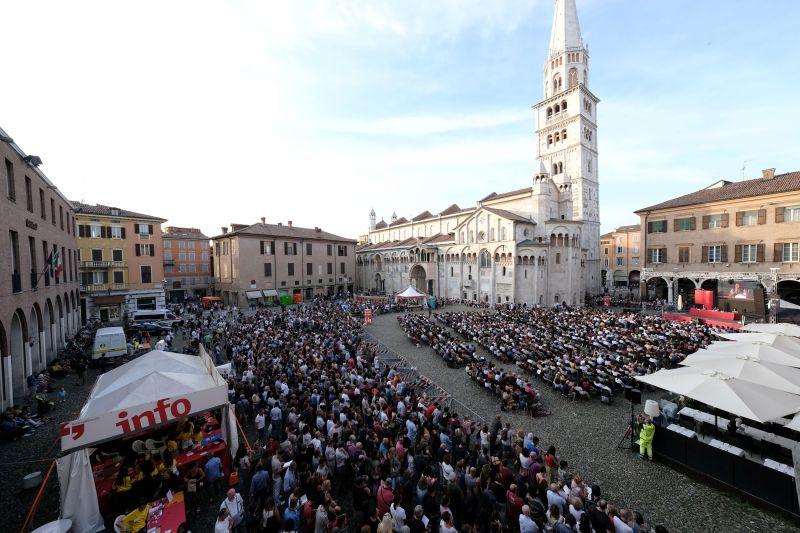 Piazza Grande a Modena in occasione del FestivalFilosfia 2019 - Fotografia di Serena Campanini - Intervista Daniele Francesconi
