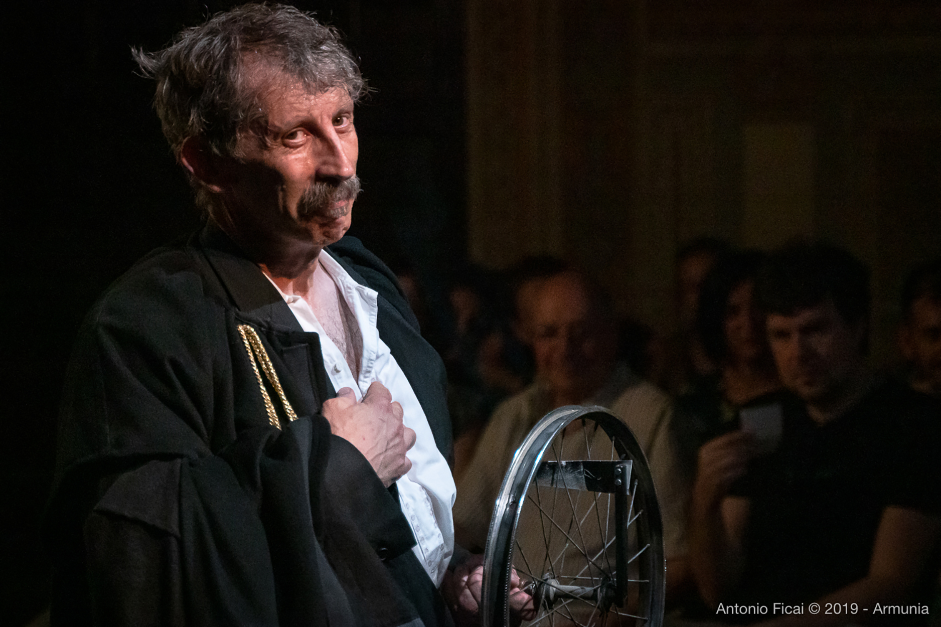 """Circo Kafka"" - Photo Credits: Christian Antonio Ficai drama teatro cultura intervista"